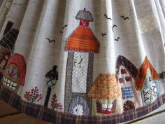 "Hola a tod@s, los dibujos de esta pantalla los he sacado del libro de Reiko Kato "" Garden... Lap Quilt Patterns, App Home, Japanese Patchwork, Embroidery Saree, House Quilts, Landscape Quilts, Country Crafts, Lampshades, Lampshade Ideas"