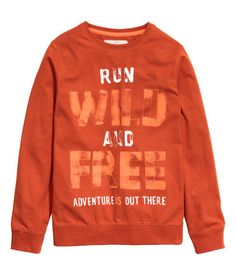 Long-sleeved T-shirt in cotton jersey with a print and ribbing at the cuffs and hem. Graphic Tees, Graphic Sweatshirt, T Shirt, Junior Girls Clothing, Kids Wear Boys, H&m Pt, Badge Logo, H&m Online, Fashion Online