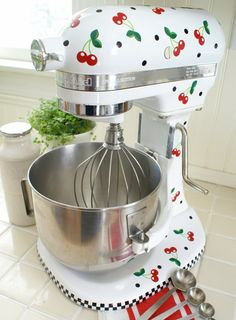 Cheery Cherry Kitchenaid decals - wouldn't look so great on my empire red kitchen aid, but I love them nonetheless. Red Kitchen Aid, Kitchen Aid Ice Cream, Kitchen Aid Appliances, Cute Kitchen, Kitchen Items, Kitchen Aid Mixer, Country Kitchen, Kitchen Gadgets, Vintage Kitchen
