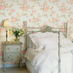 Sovrum i shabby chic-stil