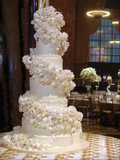 Awesome Big Wedding Cake With With The Right Wedding Cake Your Wedding Will Also Be More Memorable