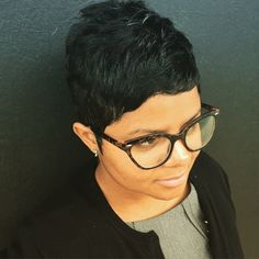"""""""Pixie life for the woman on the go! Short Sassy Hair, Medium Short Hair, Short Hair Cuts, Pixie Cuts, Hairstyles Haircuts, Cool Hairstyles, Short Haircut Styles, Short Styles, Beautiful Haircuts"""