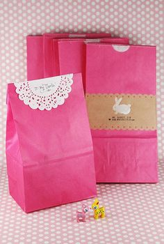 Packaging with paper doilies