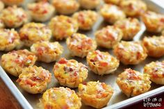 These Cheesy Bacon Rotel Cups are amazing! Not to mention addictive. They're a combination of cheese, bacon and Rotel (canned chopped tomatoes and green chilies) stuffed inside a tiny pastry cup then baked into Easy To Make Appetizers, Finger Food Appetizers, Yummy Appetizers, Appetizer Recipes, Snack Recipes, Dessert Recipes, Tapas, Football Food, Appetisers