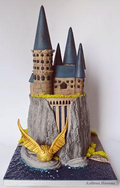 Hogwarts castle cake by My sweet hobby Harry Potter Desserts, Bolo Harry Potter, Gateau Harry Potter, Harry Potter Birthday Cake, First Harry Potter, Harry Potter Food, Harry Potter Wedding, Harry Potter Theme, Harry Potter Hogwarts