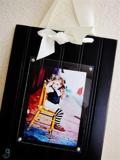 Beadboard & plexiglass frames-bet tehy wouldn't be hard to make yourself Creative Crafts, Fun Crafts, Diy And Crafts, Cute Frames, Picture Frames, Pallet Frames, Plexiglass Frames, Collage Frames, Recycled Art