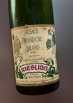 """Alsace Grand Cru Brand, Riesling, 2000 Domaine Boxler : """"Une bonne dose de charme, de présence et d'élégance pour ce vin à la bonne maturité.""""   #DrinkAlsace"""