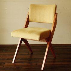 Chaise pliable confortable. Velours & bois.