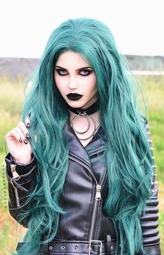 The most charming color of nature, green hair is at your fingertips! We really like the trend of green hair colors inspired by the dominant color of nature! Punk Rock, Hot Goth Girls, Gothic Girls, Emo Girls, Goth Beauty, Dark Beauty, Pastel Hair, Pastel Goth, Dark Black