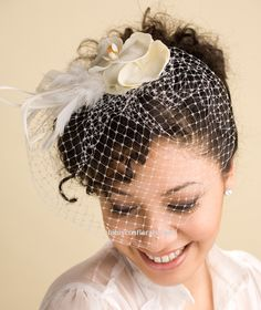 White Birdcage Veil with Orchids & Ostrich Feathers Fascinator 40s Wedding, Wedding Birds, Wedding Hats, Wedding Looks, Dream Wedding, Wedding Ideas, 1940s Hairstyles, Fascinator Hairstyles, Ostrich Feathers