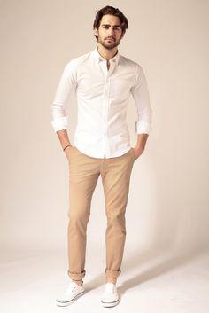E-shop - Le Pantalon Chinos Men Outfit, Khaki Pants Outfit, White Shirt Outfits, Beige Outfit, Beige Pants, Men Shorts, Mens Style Looks, Man Dressing Style, Stylish Mens Outfits