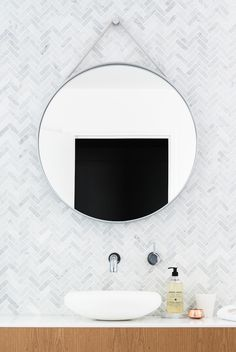 Bath Room Tiles Herringbone Round Mirrors 70 New Ideas Bathroom Renos, Laundry In Bathroom, Bathroom Interior, Modern Bathroom, Bathroom Marble, Mosaic Bathroom, Beach Bathrooms, Mirror Bathroom, Minimalist Bathroom