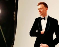 Tom Hiddleston GQ Awards 2013. (Gif-set: http://maryxglz.tumblr.com/post/163680667222/x ) Video: https://www.youtube.com/watch?v=bWiVAtsH1I4