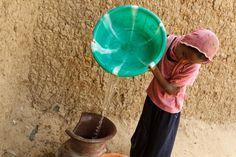 Nelle zone rurali dei paesi meno sviluppati, 97 persone su 100 vivono senz'acqua. #WorldWaterDay Via @UNICEF_Italia