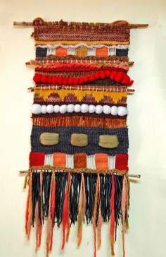 26043479 Pin de The Creativity Patch - Weaving - Fiber Arts en Weaving Weaving Textiles, Weaving Art, Weaving Patterns, Tapestry Weaving, Loom Weaving, Wall Tapestry, Yarn Crafts, Fabric Crafts, Sewing Crafts