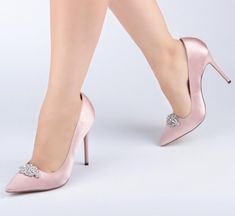 Five Tips To Remember When Looking to Buy Your Wedding Shoes..