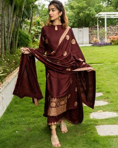 Shop online Maroon and Gold Layered Kurta with Dupatta - Set of Three Maroon hued flared sleeveless inner, with a same coloured outer kurta with golden prints. The outfit is teamed with a matching gold printed dupatta. Tokyo Fashion, New York Fashion, Fashion In, Lolita Fashion, Fashion Boots, Winter Fashion, Fashion Outfits, Silk Kurti Designs, Kurta Designs Women