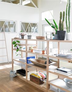 shelves as room divider - also nice in laundry room? Home Living Room, Living Spaces, Muji Home, Deco Studio, Interior Decorating, Interior Design, Decorating Ideas, Home Office Decor, Home Decor