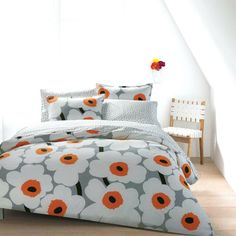 A minimalist print with maximum style, the Marimekko Utö White/Grey Sheet Set makes a lovely accent to any bed. A minimalist print with maximum style, the Marimekko Utö White/Grey Sheet Set makes a lovely accent to any bed. Bedroom Diy, King Duvet Set, Decor, Grey Bedroom With Pop Of Color, Orange Bedding, Bed, Designer Homewares, Home Decor, Marimekko Bedding