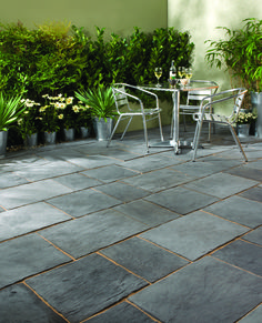 For a uniquely distinctive and eye-catching feature, turn to Layered Slate Effect. Available as ahandy patio kit in two attractive shades, this paving can be laid individually or mixed together or enhanced visual impact. There is also a complementary long aspect paver for an even more modern appearance.