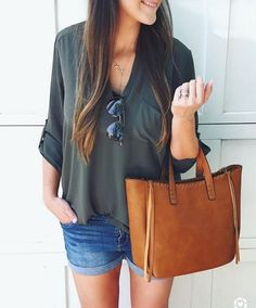Fashion Tips Modest Cute and casual Summer mom style outfit.Fashion Tips Modest Cute and casual Summer mom style outfit Summer Outfits For Moms, Casual Summer Outfits, Spring Outfits, Cute Outfits, Outfit Summer, Dress Casual, Plaid Outfits, Summer Hair, Hot Mom Outfits