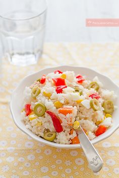 ensalada de arroz Savory Rice, Tasty, Yummy Food, Chicken Salad Recipes, Rice Dishes, Plant Based Diet, Sin Gluten, Deli, Salads
