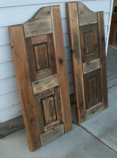Love saloon doors for a kitchen or a bar. Western Saloon, Laundry Room Doors, Bathroom Doors, Bar Country, Western Decor, Rustic Decor, Saloon Decor, Line Dance, Cafe Door