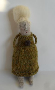 Melodie Stacey/Maidolls - Didi, A Folk Art Doll Just noticed that my last six knitting pins have been Melodie Stacey Dolls- I think they are wonderful!