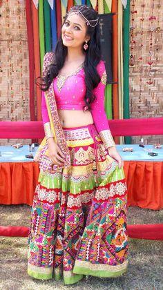 'Do Dil Bandhe Ek Dori Se' actress Mansi Srivastava shoot for a Holi TV special. #Bollywood #Fashion #Style #Beauty African Fashion Designers, Indian Designer Outfits, Indian Outfits, Garba Dress, Navratri Dress, Indian Dress Up, Indian Wear, Chanya Choli, Bollywood Dress