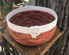 Specializing fabric rope bowls, rugs and quilts. Rope Crafts, Fun Crafts, Fabric Bowls, Rope Basket, Sewing Art, Clothes Line, Textiles, Crafting, Fabric Basket