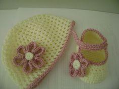 Zapatitos Y Gorro Para Bebe Tejidos A Crochet