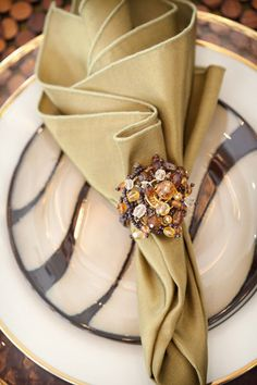 elegant golden place setting...I want this, must find the dinnerware!