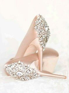 Perfect blush wedding day shoes from Badgley Mishcka. notes  gold or  white 33e71c23c11