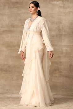 Dress Indian Style, Indian Fashion Dresses, Indian Designer Outfits, Indian Gowns, Indian Suits, Indian Attire, Pakistani Dresses, Indian Wear, Fashion Outfits
