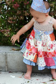 patchwork dress with crochet bodice. no pattern, just picture. Crochet For Kids, Sewing For Kids, Baby Sewing, Crochet Baby, Crochet Top, Crochet Fabric, Baby Couture, Baby Dress, Dress Girl
