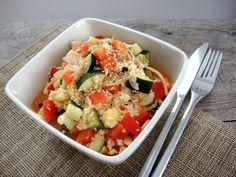 Tykkään yksinkertaisesta ja herkullisesta ruoasta. Viime päivinä olen tehnyt tällaisia maukkaita tofukokkeleita, hyödyntäen samalla vähän kaikkea mitä jääkaapista sattuu löytymään. Myös meidän 1,5-vuotias on syönyt näitä innolla :) Tällä kertaa tein kokkelin seuraavista aineista: ½ kesäkurpitsa 1 punainen paprika 1 tofu kuutio (luomua, aina kun kyseessä on soijatuote!) yli jäänyttä täysjyväspaghettia tilkka itse tehtyä ketsuppia […]