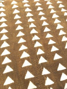 Mud Cloth Textile Brass color with White print Triangle Triangle Print, African Mud Cloth, Brass Color, Antique Brass, Pillow Covers, Upholstery, Textiles, Antiques, Mustard