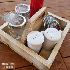 Free woodworking plans and tutorial to build a simple DIY square caddy with a handle. Great project for beginner woodworkers! Silverware Caddy, Plastic Silverware, Woodworking Plans, Woodworking Projects, Brad Nails, Hand Saw, Nail Drill, Dry Brushing, Wood Glue