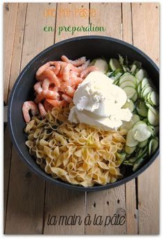 One pasta pot with shrimp and zucchini - The hand in the dough - Recettes - Ein Nudeltopf mit Garnelen und Zucchini - Die Hand im Teig - Recettes - Easy One Pot Meals, Healthy Meals For One, Easy Healthy Recipes, One Pan Pasta, Pasta Pot, Best Pasta Recipes, One Pot Recipes, Dinner Recipes, Budget Recipes