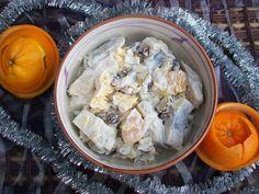 Monia miesza i gotuje: Sałatka śledziowa z pomarańczą i rodzynkami Cauliflower, Cabbage, Vegetables, Recipes, Food, Cauliflowers, Essen, Cabbages, Eten