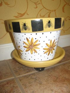 Bee & Flowers Painted TeRRa CoTTa FLoWeR PoT