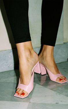 Women Summer Shoes Sandals Flip Flops Stylish Shoes For Men Branded Shoes At Lowest Price Slip Resistant Shoes For Men Low Heel Dress Shoes, Dress And Heels, High Heel Pumps, Shoes Heels, Shoes Sneakers, Sexy Heels, Shoes Men, Flat Shoes, Stiletto Heels