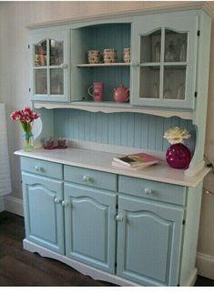 Upcycle an oak dresser for the kitchen Paint Furniture, Furniture Projects, Furniture Making, Furniture Makeover, Home Furniture, Oak Dresser, Kitchen Dresser, Dressers, Dresser Table