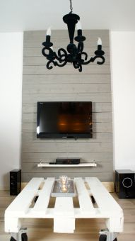 TV-vägg av plank (in Swedish). Great idea to build a plank wall for your TV so that you can hide all the cables behind it.