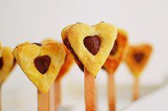 Romantic Valentine's Day Desserts, recipe, cake pops, heart pops, puff pastry, nutella, chocolate, 2 ingredients, dessert, συνταγή, καρδιά, γλυκό, νουτέλα, Αγίου Βαλεντίνου, σοκολατένια καρδιά, πραλίνα φουντουκιού, ζύμη, σφολιάτα, καρδιά, Γαβριήλ Νικολαΐδης, cool artisan Chocolate Hearts, Chocolate Desserts, Valentines Day Desserts, 2 Ingredients, Pineapple, Nutella, Fruit, Food, Pine Apple