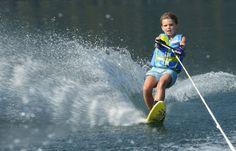 Wasserskifahren am Millstätter See liegt bei den Urlaubsgästen voll im Trend Trends, Fair Grounds, Summer, Fun, Ski, Tourism, Pool Chairs, Water, Destinations