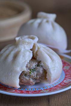 Pan relleno al vapor «Baozi Chinese Food, Japanese Food, Siopao, Asian Kitchen, Asian Recipes, Ethnic Recipes, Steamed Buns, Bao Buns, Dim Sum