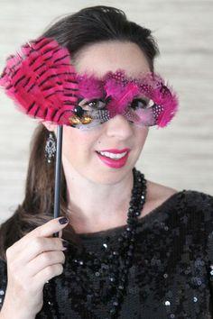 DIY Halloween : DIY To Make This Weekend - Masquerade Mask DIY Halloween Decor