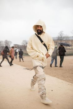 PARIS, FRANCE - JANUARY Jerry Lorenzo is seen attending Louis Vuitton during Men's Paris Fashion Week wearing cream hoodie and pants on January 2019 in Paris, France. (Photo by Matthew Sperzel/Getty Images) Hip Hop Outfits, Street Outfit, Street Wear, Weather In France, Layering Outfits, Men Looks, Mens Fashion, Paris Fashion, Mens Clothing Styles