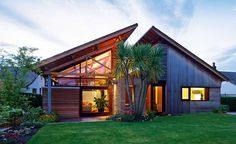 Opt-in to single storey living with advice from self build expert Michael Holmes on bungalow design. Choose from traditional or contemporary bungalow styles Bungalow Exterior, Bungalow Renovation, Bungalow House Plans, Dormer Bungalow, Cottage Exterior, Bungalows, Style At Home, Roof Design, House Design
